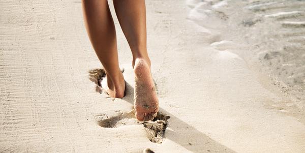 Walking on the beach - L'Occitane